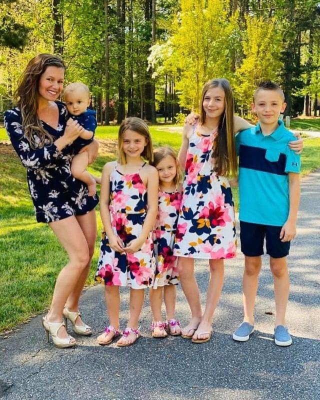 隆恩和她的五個孩子。(The Real Deal Parenting提供)