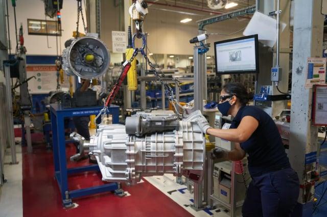 專家建議,如果把中國的製造工廠轉移到中美洲,不但可以確保美國供應鏈的安全,也可以緩和邊境危機。圖為墨西哥工廠,與本文無關。(MAURICIO PALOS/AFP via Getty Images)