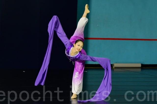 楊彩眉於蔦松藝術中學學習中國古典舞藝術,圖為彩眉參加全世界中國古典舞大賽亞太區初賽。
