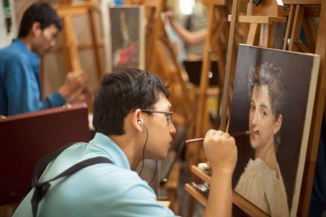 楊立宏於蔦松藝術中學接受西方正統美術教育,圖為立宏創作油畫。