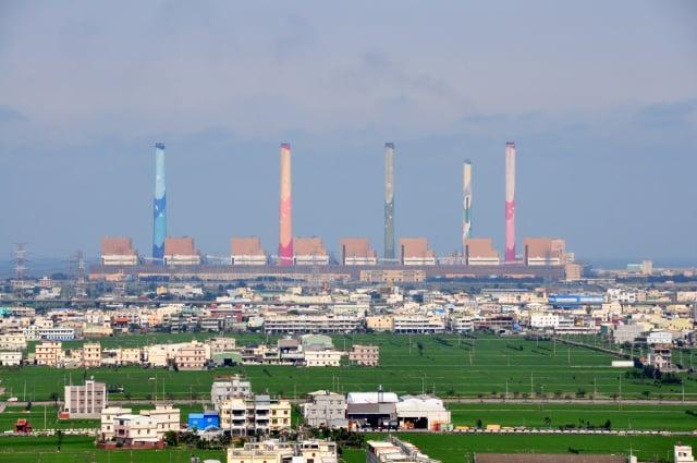 圖為臺中火力發電廠。 ((維基共享資源))