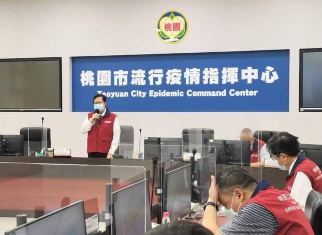 桃園市長鄭文燦28日主持防疫會議。