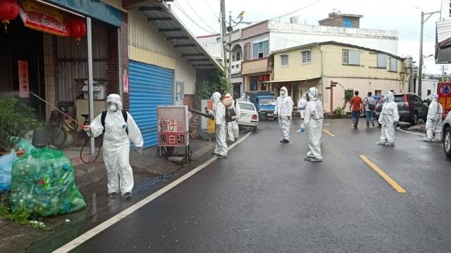 屏東枋山鄉楓港及善餘2村,29日進行地毯式消毒後,30日起將開啟防疫新生活。