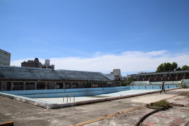 臺東縣立游泳池即將走入歷史,原址將興建臺東縣立總圖書館。(臺東縣政府提供)