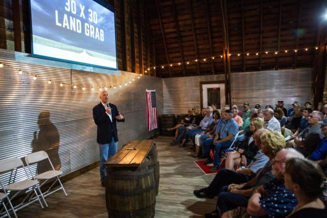 美國內布拉斯加州州長芮基茲(左)致力於使該州農產出口多元化。資料照。(記者Petr Svab/攝影)