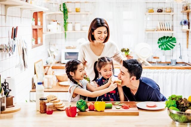 家長如何讓兒童兼顧營養均衡,加強免疫力抵禦病毒侵襲呢?(Shutterstock)