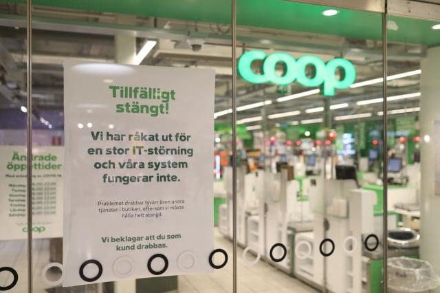 美國資訊公司Kaseya坦承,全球至少約800家企業受到勒索軟體攻擊,圖為被迫停業的瑞典超市Coop。(ALI LORESTANI/TT NEWS AGENCY/AFP via Getty Images)