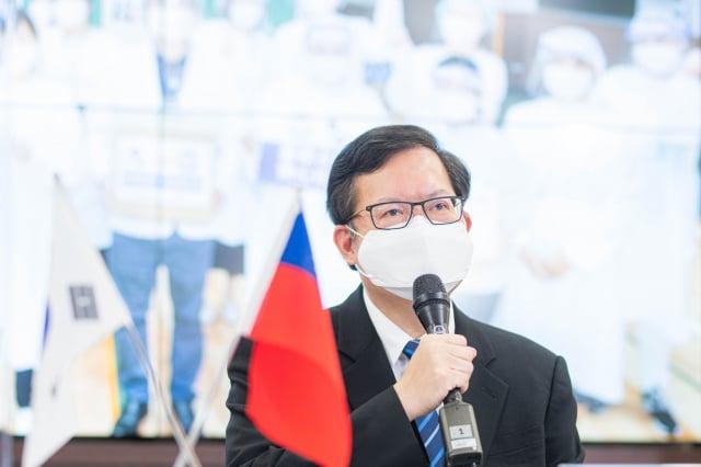 桃園市長鄭文燦感謝韓國龜尾市捐贈桃園市醫療口罩。(桃園市府秘書處提供)
