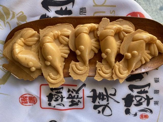 泰國蝦雞蛋糕「潮蝦燒」,顛覆大家對雞蛋糕產業的視覺與味蕾。(屏東縣政府提供)