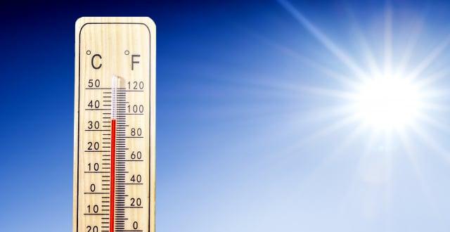 長期在高溫底下曝晒,可能會發生熱傷害。( ShutterStock)