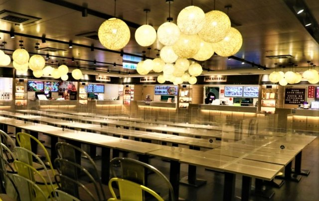 指揮中心日前宣布餐飲業者7月13日起有條件開放內用,各縣市作法不一。(中央社提供)