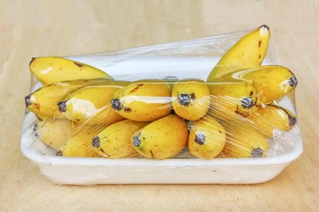 水果外包裝可以先用噴酒精的紙巾擦拭。(Shutterstock)