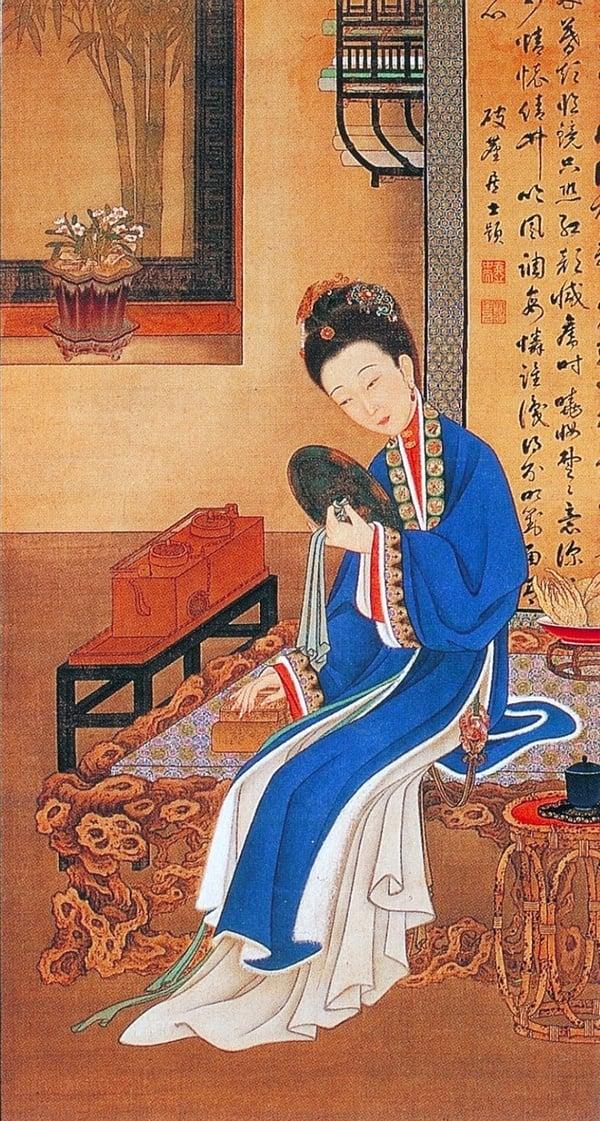 清.佚名,絹本《雍正十二美人圖》,裘裝對鏡。(維基百科)