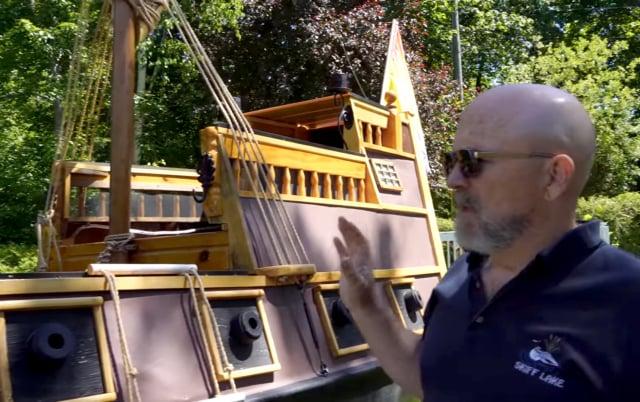 鮑勃·溫斯洛和海盜船。(由約翰·溫斯洛提供)