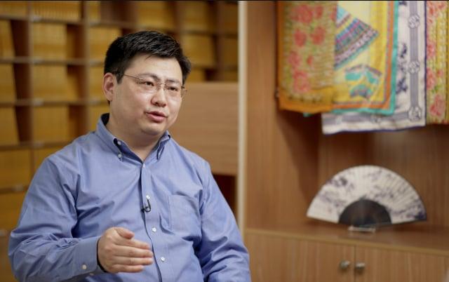 神韻藝術團小提琴手兼歌唱家黃鵬。(新唐人電視台提供)