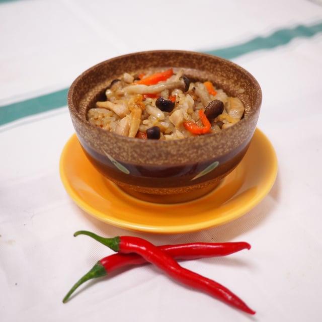 蔴香菇菇雞飯。(活水源天癒農法蔬果食品提供)