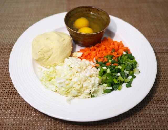 豆渣煎餅材料。(活水源天癒農法蔬果食品提供)