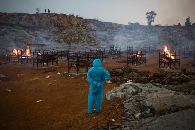 印度病毒量高,感染風險大。(Abhishek Chinnappa/Getty Images)