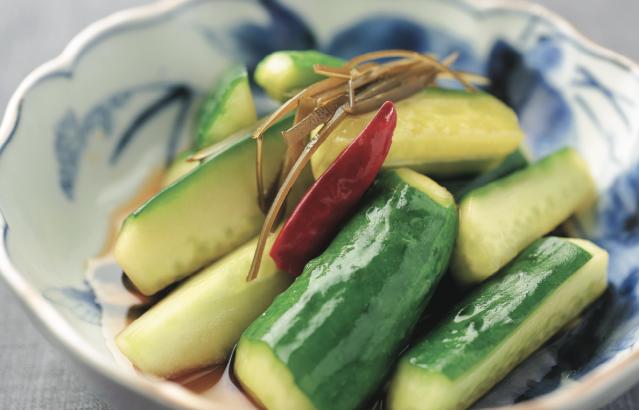 產季尾聲的醃漬小黃瓜,清新爽脆、嚼勁十足。(愛米粒提供)