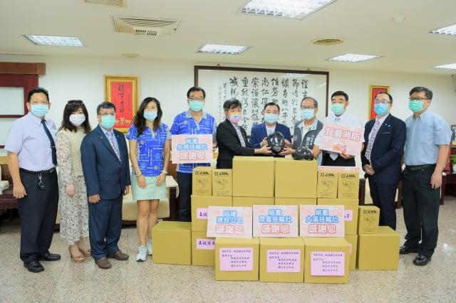 桃園市議會議長邱奕勝於20日在桃園市議會主持防疫物資捐贈儀式。