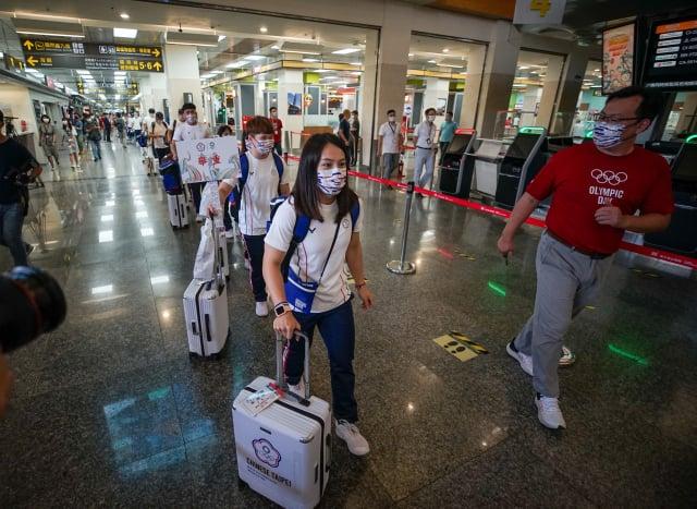 東京奧運將於7月23日正式開幕,中華代表團19日搭乘體育署包機飛往東京。(中央社)
