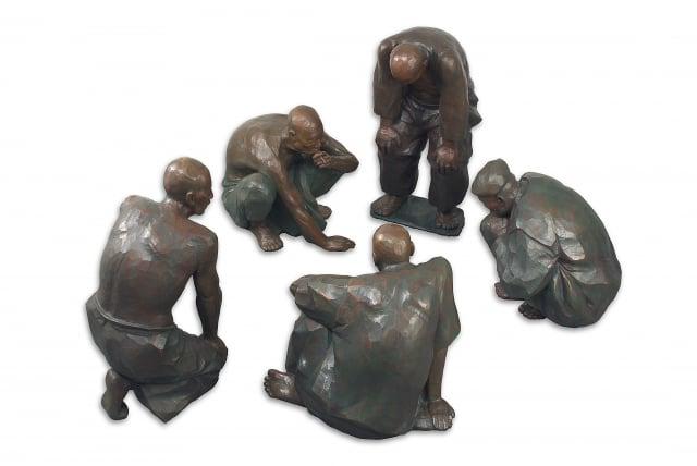 1985 廟前-對弈 銅雕。(陳正雄提供)