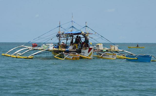 2016年6月16日,位於南海入口的菲律賓龐加辛南省,當地漁船準備出海捕魚,與本文無關。(TED ALJIBE/AFP via Getty Images)