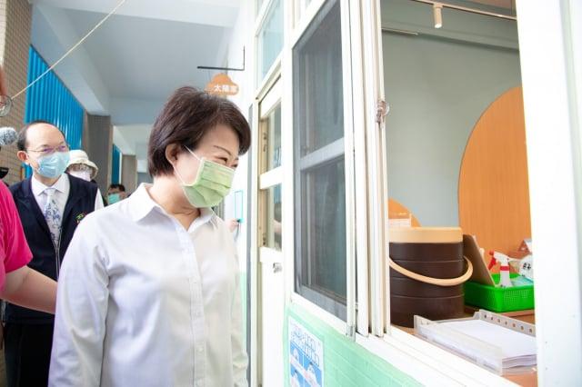 市長盧秀燕23日上午前往西屯區安和國中幼兒園視察。