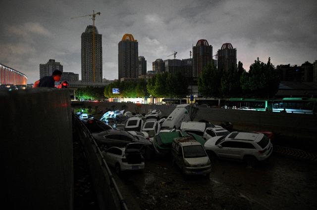 河南大水造成多地災情處處,京廣路隧道更是慘不忍睹。(NOEL CELIS/AFP/Getty Images)