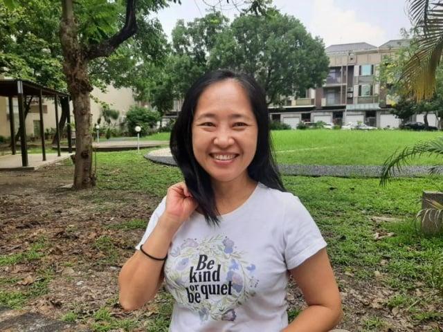 建國國中老師黃瓊慧,以三年有成描述學生讀報成效。(吳雁門提供)