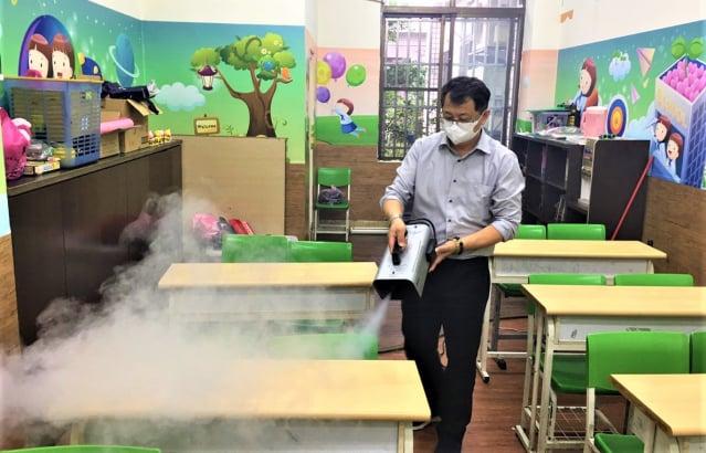 補教協會允諾要求全體業者自律,每日加強環境清消及防疫,讓家長學生安心。(臺中市政府提供)