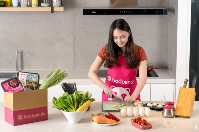 foodpanda觀察訂單數據發現,生鮮食材類訂單數成長5倍之多,疫情帶動自煮風潮而轉由生鮮外送取代外出購物。(foodpanda提供)