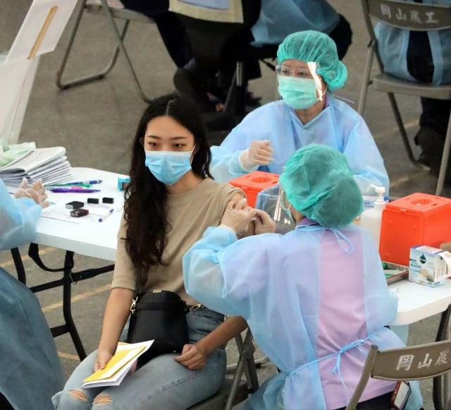 高市國高中與補教人員確定7月28、29日施打疫苗。(高市府提供)