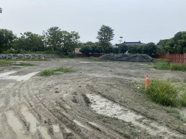 重劃工程留下的泥濘地。
