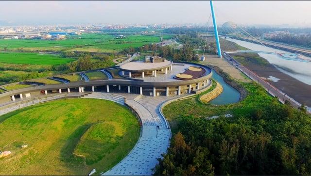 公園綠地及廣場園道設施仍暫停開放;高美濕地及遊客中心8月1日恢復開放。(台中市政府提供)