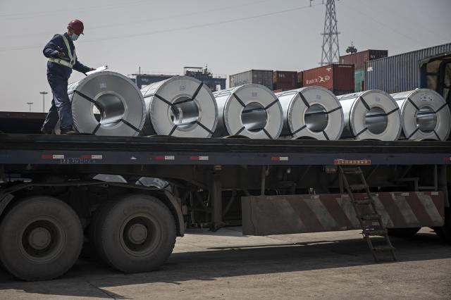 中國繼俄羅斯後,正在考量針對鋼品出口徵收更多的關稅。(Getty Images)