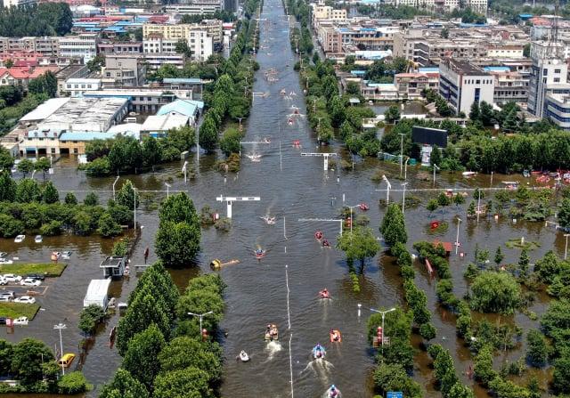 圖為近期受洪災侵襲的中國河南省。(STR/AFP via Getty Images)