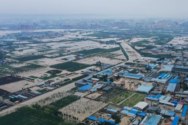 河南特大洪災將進一步威脅中國的糧食安全,甚至對世界糧食供應鏈產生巨大影響。(AFP via Getty Images)