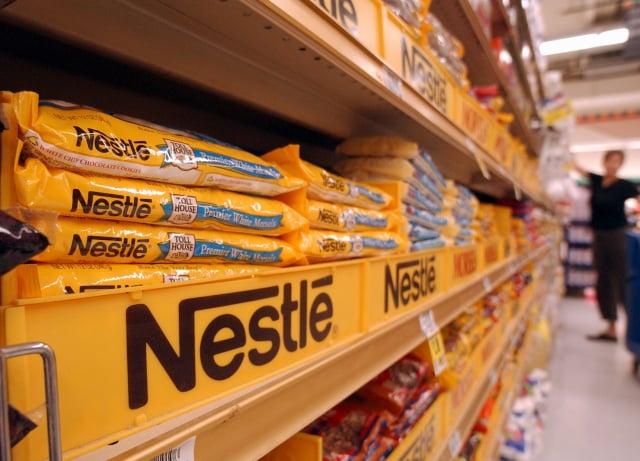 由於商品和運輸成本暴增,全球食品巨頭紛紛準備提高價格。圖為美國超市貨架。(Justin Sullivan/Getty Images)