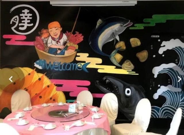 阿達漁港餐廳內,充滿枋寮漁港意象的美麗壁畫。