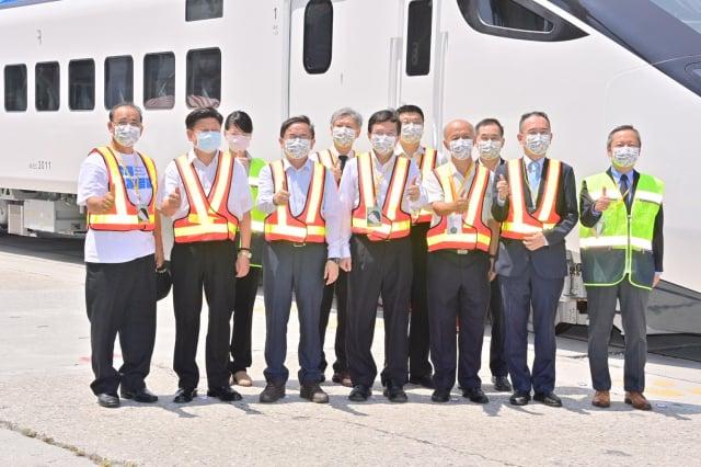 台鐵新採購EMU3000型城際列車7月30日抵達台灣花蓮港。