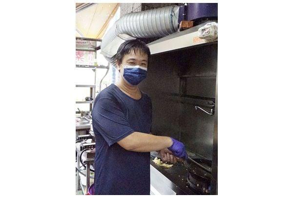 簡春元一副暖男形象,不可思議的是,還練就一身好廚藝。(記者彭秋燕/攝影)