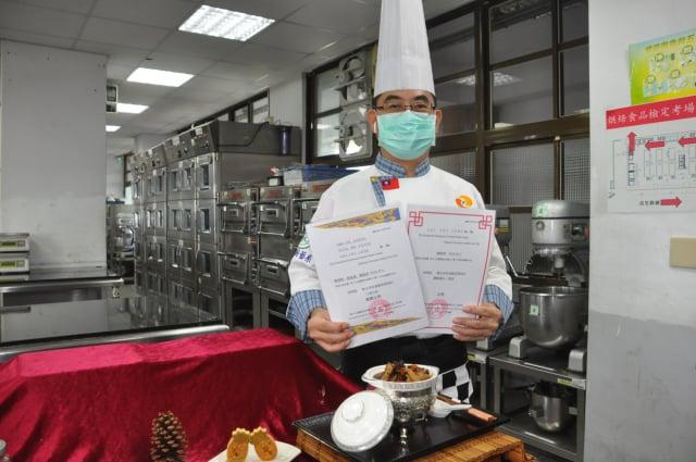 賴瑞榮助理教授榮獲「藥膳養生熱菜」金獎。