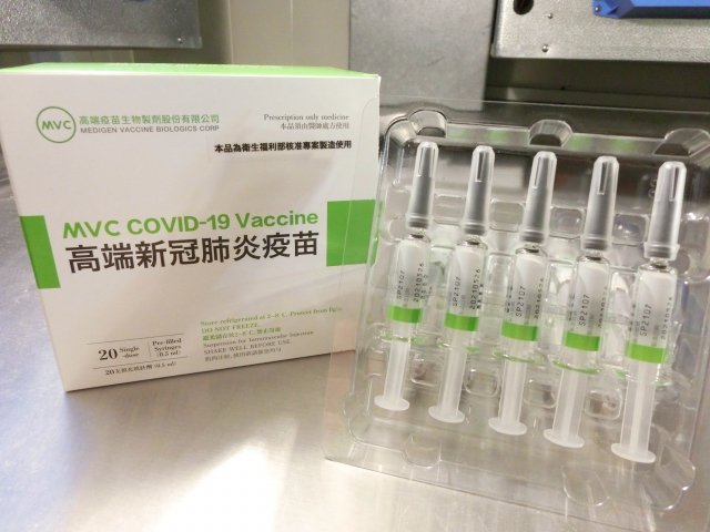 食藥署2日宣布,首4批高端疫苗已完成檢驗並核發封緘證明書。(食藥署提供)