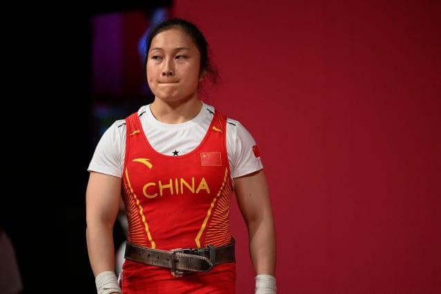 中國女子舉重選手廖秋雲在獲得銀牌後,曝光自己的傷勢。(VINCENZO PINTO/AFP via Getty Images)