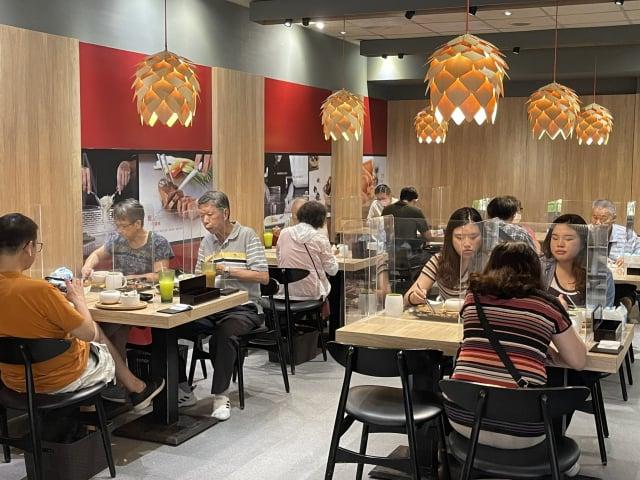 雙北市宣布3日起有條件開放餐飲業內用。圖為資料照。(中央社)