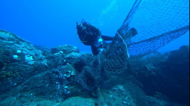 高雄科技大學與澎湖縣政府自2018年起合作廢棄漁網清除作業。(高科大提供)