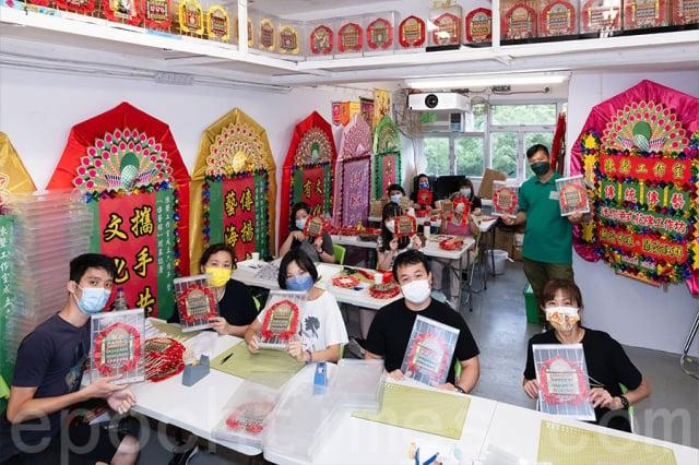 陳聲工作室繼去年舉辦迷你花牌贈香港醫護人員活動後,今年計畫再送祝福給臺灣醫護。(記者陳仲明/攝影)