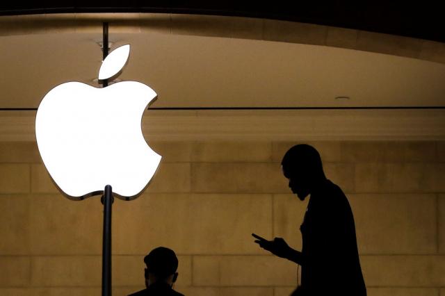 蘋果公司日前宣布將掃描iCloud上的照片,以查找「兒童性虐待」的訊息,但這也引發工具遭濫用的爭議。示意圖。(Drew Angerer/Getty Images)