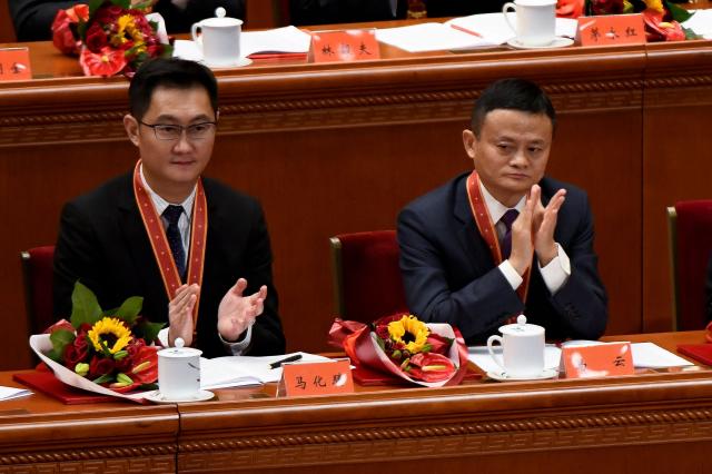 左為騰訊創辦人馬化騰,右阿里巴巴創辦人馬雲。(WANG ZHAO/AFP via Getty Images)